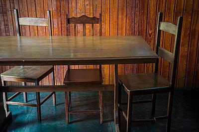 Tisch und Stühle aus Holz - p1170m1111616 von Bjanka Kadic