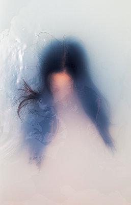 Bathing woman - p1670m2263113 by HANNAH