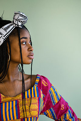 African woman wearing traditional costume - p427m2063110 by Ralf Mohr