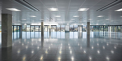 Empty office space, No.1 New York Street, Manchester, Greater Manchester. - p855m713231 by Daniel Hopkinson