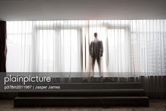 p378m2011987 von Jasper James