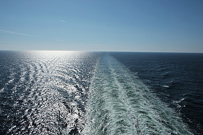 horizon - p1105m1572669 by Virginie Plauchut