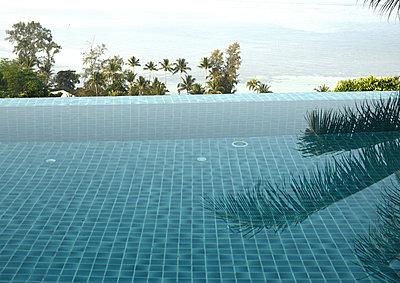 Pool - p1229m1538914 by noa-mar