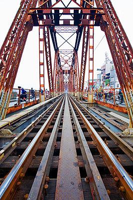 Long Bien Bridge - p1399m2045619 by Daniel Hischer