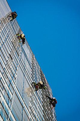 Fensterputzer - p1418m1572500 von Jan Håkan Dahlström