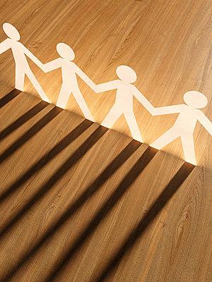 Row of white cardboard men on wood, 3D Rendering - p300m979092f by UWE
