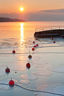 Germany, Sunrise over Lake Constance - p300m879298 by Holger Spiering