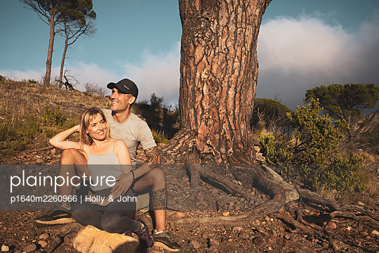 Sporty couple takes a break on hiking trip - p1640m2260966 by Holly & John