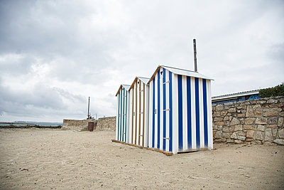 Umkleidehäuschen am Strand - p1198m2291806 von Guenther Schwering