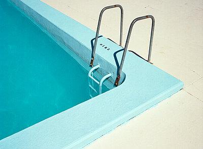 Öffentlicher Pool in Frankreich - p8500038 von FRABO
