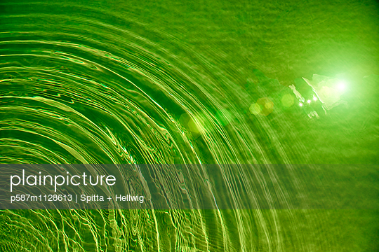Green Water - p587m1128613 von Spitta + Hellwig