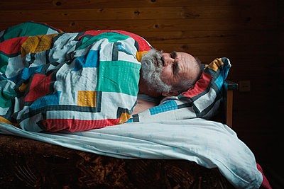 Sleeping old man - p1476m1541386 by Yulia Artemyeva