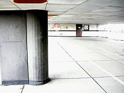 Underground carpark - p9792571 by Klueter
