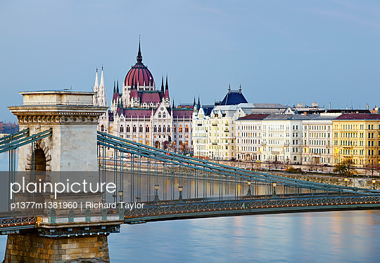 View of the Danube river, Chain Bridge (Szechenyi Lanchid) and the Parliament building - p1377m1381960 by Richard Taylor