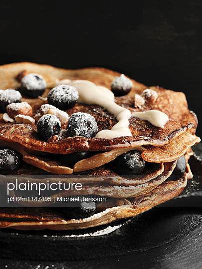 Pancakes with blueberries - p312m1147495 by Michael Jonsson