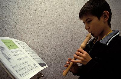 Flöte spielen - p0210052 von Siegfried Kuttig