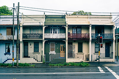 Australia, New South Wales, Sydney, row of old residential houses - p300m911171f by Frank Blum