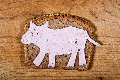 Schwein auf dem Brot - p451m854922 von Anja Weber-Decker