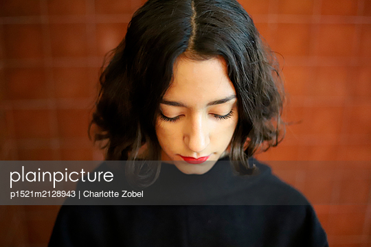 Sad young woman - p1521m2128943 by Charlotte Zobel