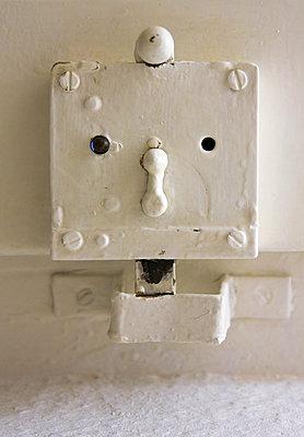 Old dorr lock - p1017m2015400 by Roberto Manzotti