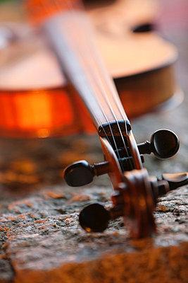 Close-up of violin - p31228955f by Per Eriksson
