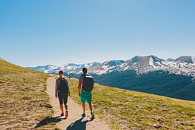 USA, Colorado, Rocky Mountain National Park, Two people hiking in mountains - p352m1350127 by Eija Huhtikorpi