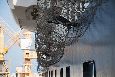 Razor wire to deter Somali pirates, off Somalia, Gulf of Aden, Indian Ocean; Somalia - p442m1033690 by Chris Bradley