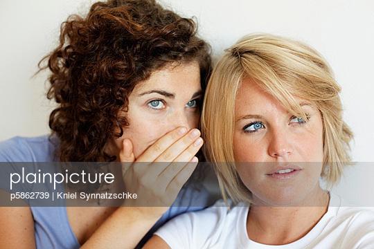 Tuscheln - p5862739 von Kniel Synnatzschke