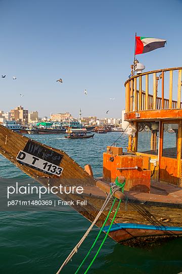 Boats on Dubai Creek, Bur Dubai, Dubai, United Arab Emirates, Middle East - p871m1480369 by Frank Fell