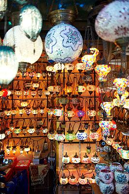 Lampions im Grand Bazar - Istanbul - p1259m1064620 von J.-P. Westermann