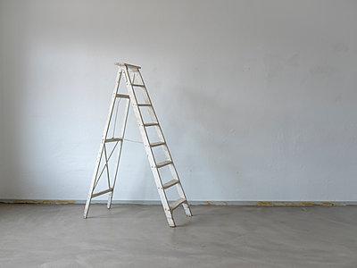 Weiße Leiter - p1298m2090499 von mic