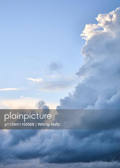 Dramatische Wolken - p1124m1165568 von Willing-Holtz