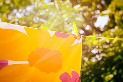 Wäsche aufhängen - p1149m1162698 von Yvonne Röder