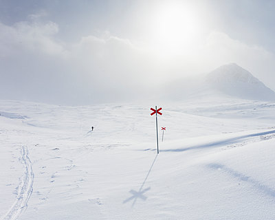 Markers in snow of Kungsleden trail in Lapland, Sweden - p352m2120451 by Gustaf Emanuelsson