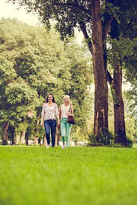 Spaziergang - p904m932254 von Stefanie Päffgen