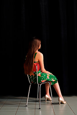 Woman in green dress behind the theatre curtain - p1521m2081634 by Charlotte Zobel