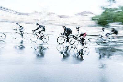 Bicycle race - p739m904253 by Baertels