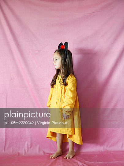 Little girl with Micky Mouse ears - p1105m2220042 by Virginie Plauchut