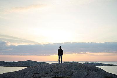 Mann an der Schärenküste - p1124m1503354 von Willing-Holtz