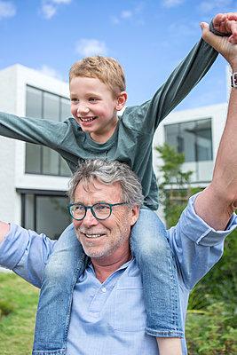 Grossvater und Enkel - p1156m1591748 von miep