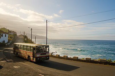 Portugal, Madeira, Touring coach - p1600m2175612 by Ole Spata