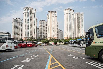 Busbahnhof in Seoul - p846m1355536 von exsample
