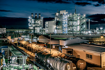 Chemical industrial plant - p401m2228381 by Frank Baquet