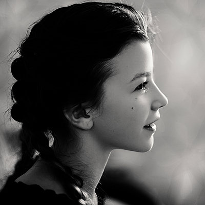 Profile of smiling Caucasian teenage girl - p555m1311923 by Vladimir Serov
