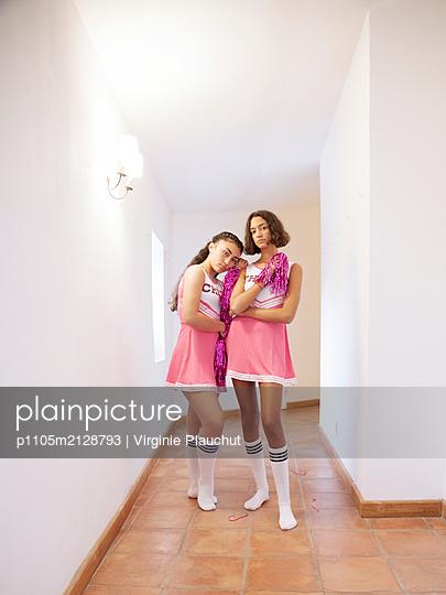 Two Cheerleader - p1105m2128793 by Virginie Plauchut