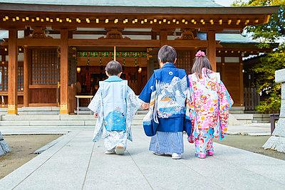 Japanese traditional Shichi-Go-San - p307m2023345 by Yosuke Tanaka