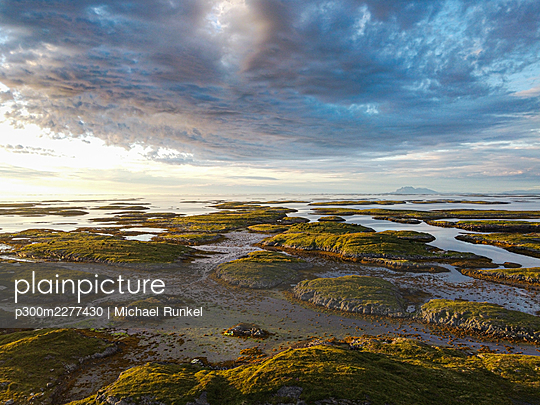 Norway, Vega Archipelago, Aerial of the rugged coastline of Unesco world heritage site at sunset - p300m2277430 by Michael Runkel