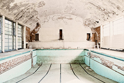Decayed swimming pool - p1092m2054264 by Rolf Driesen