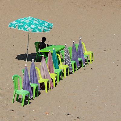 Umbrella rental on beach - p1138m1467873 by Stéphanie Foäche