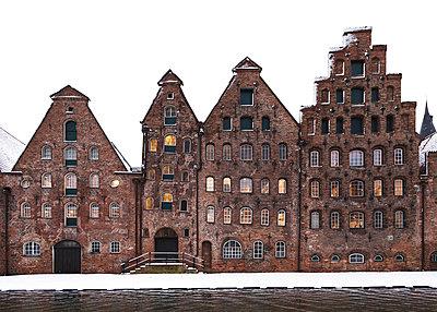 Mittelalterliche Häuser im Schnee - p1396m1564107 von Hartmann + Beese